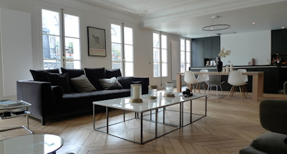 Un appartement huggy dans vivre paris for Interieur haussmannien