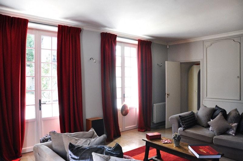 travaux de r novation r alis s dans le salon de la maison. Black Bedroom Furniture Sets. Home Design Ideas