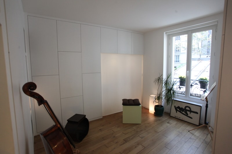 mur de rangements huggy. Black Bedroom Furniture Sets. Home Design Ideas