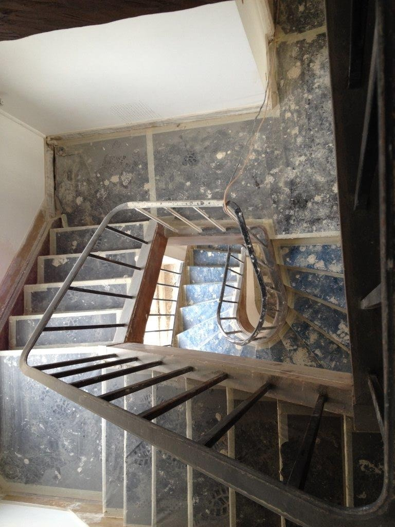 La cage d escalier en travaux huggy for Renovation cage escalier maison