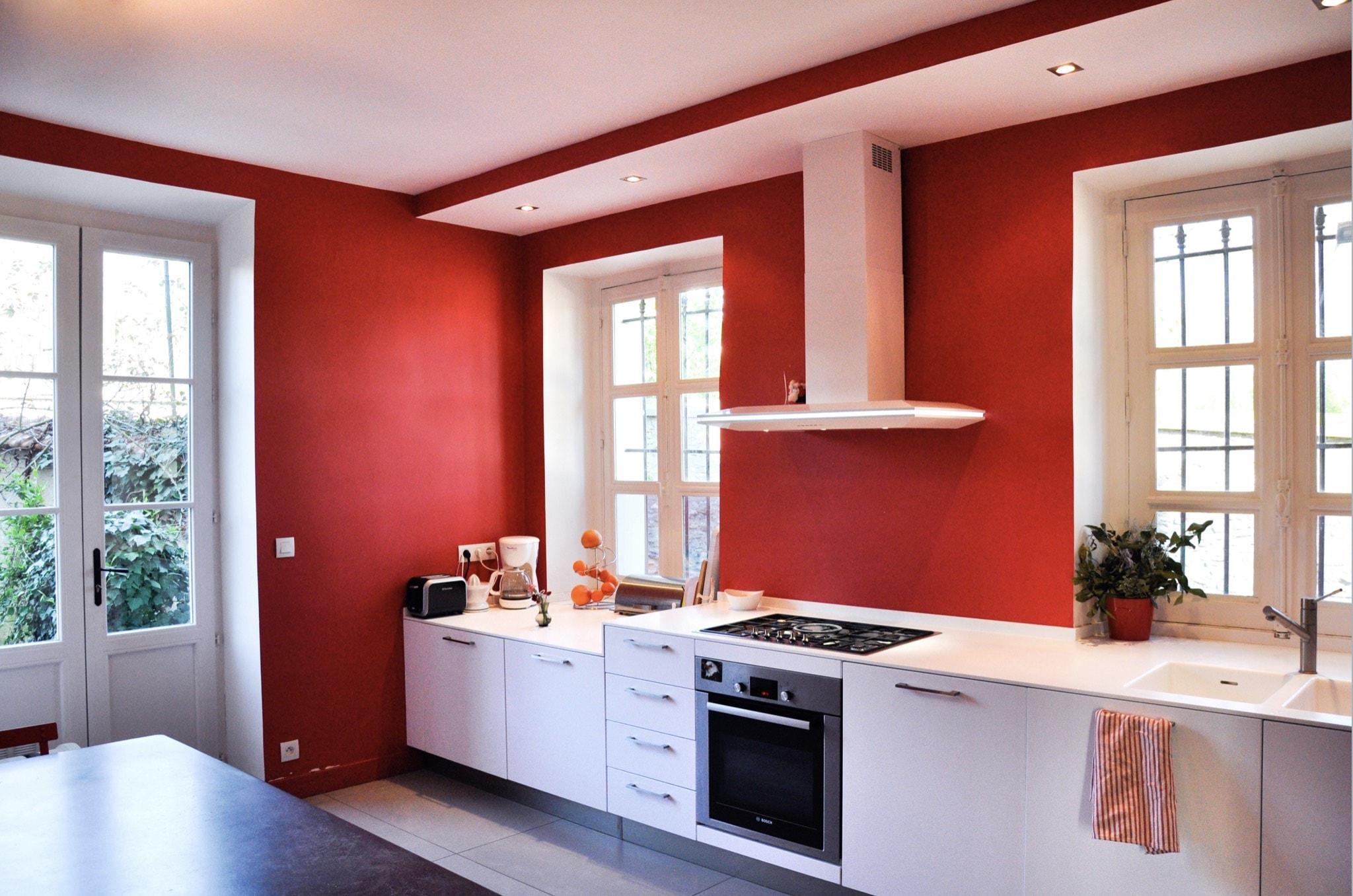 Cuisine de maison, murs rouge