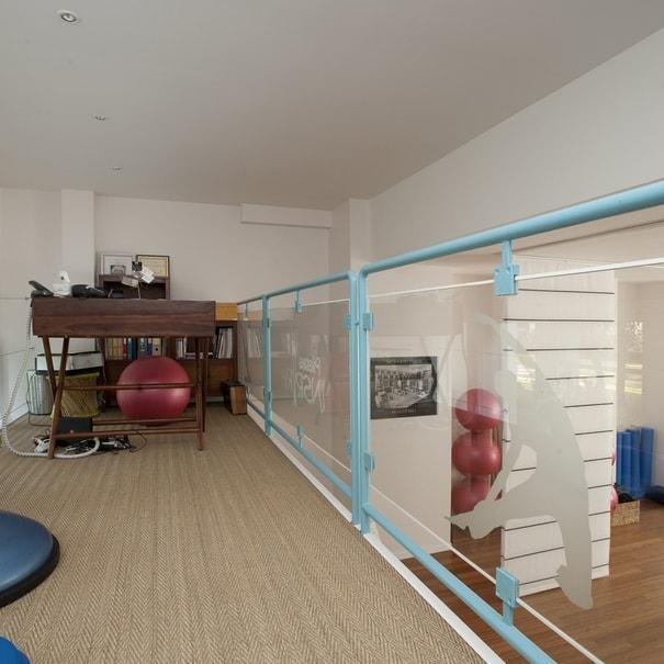 Aménagement d'un bureau dans la salle de pilates