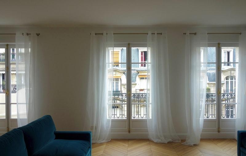 Pose de nouvelles fenêtres dans l'appartement