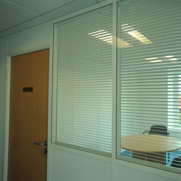 Cloison vitrée pour des bureaux