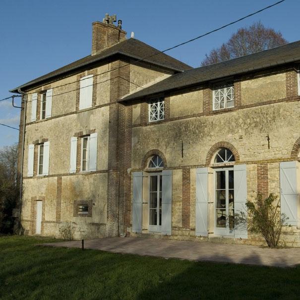 La maison et les anciennes écuries