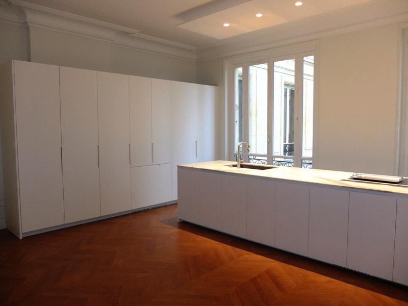 travaux de rénovation d'une cuisine avec ilot