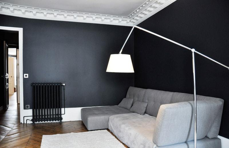 Moulures au plafond et décoration haussmannienne