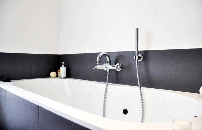 Installation d'une salle de bain moderne dans un appartement haussmannien