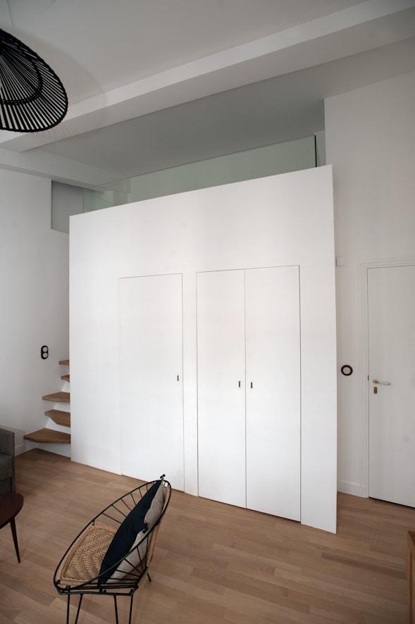 Bloc salle de bain / WC avec la mezzanine au dessus