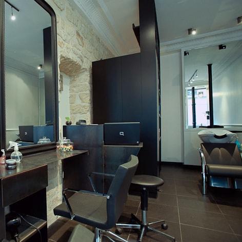 Travaux d\'aménagement et de rénovation d\'un salon de coiffure
