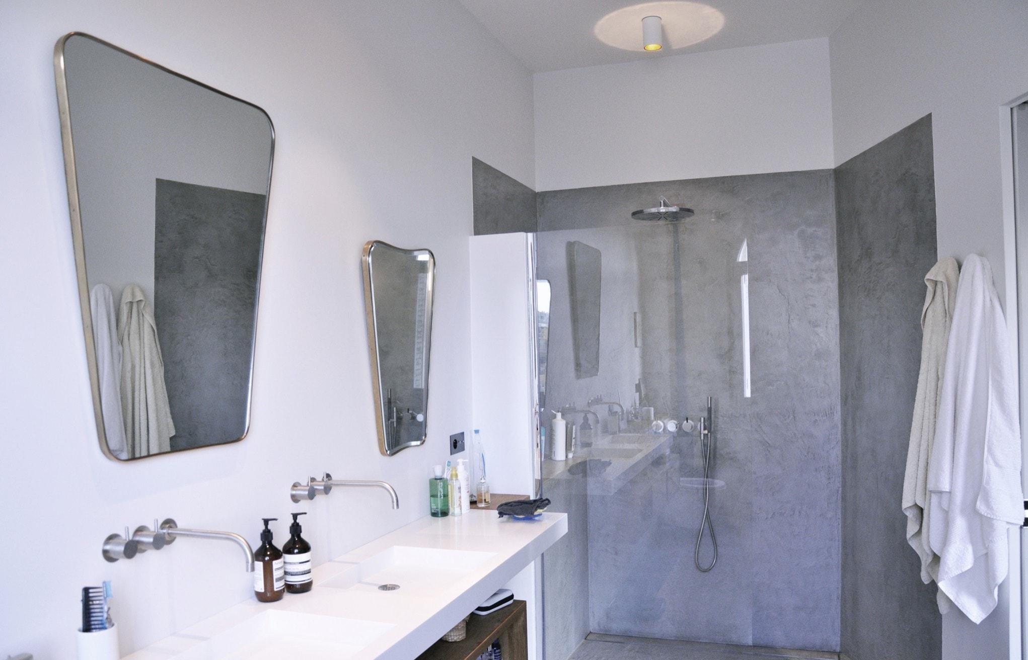 Salle de bain ; double lavabos & douche à l'italienne avec paroi vitrée