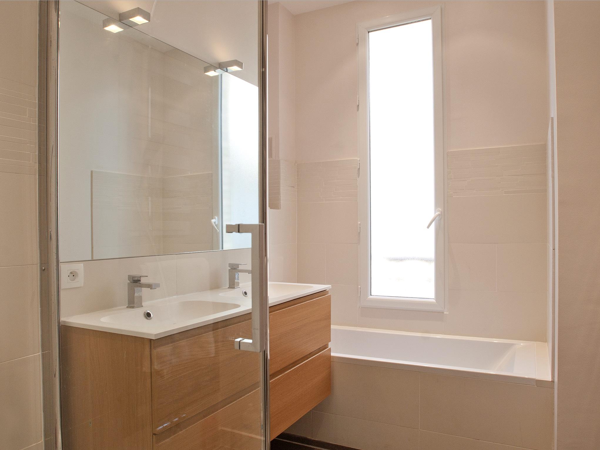 Rénovation complète d'un appartement de 150m2 avec l'architecte Thibaut de Montmarin - Salle de Bain