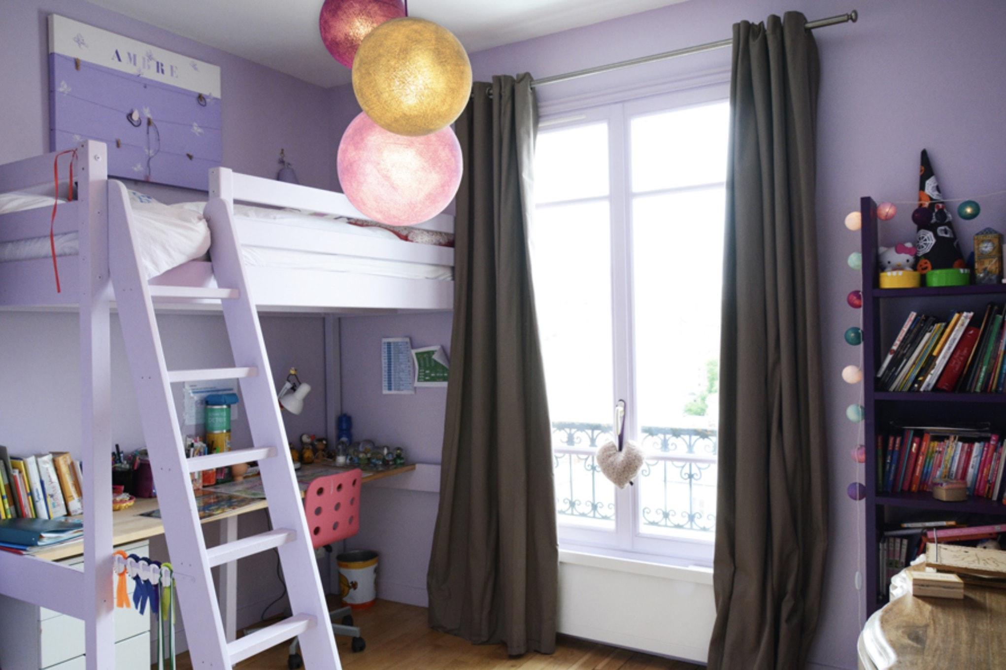 Chambre d'enfant avec lit bureau