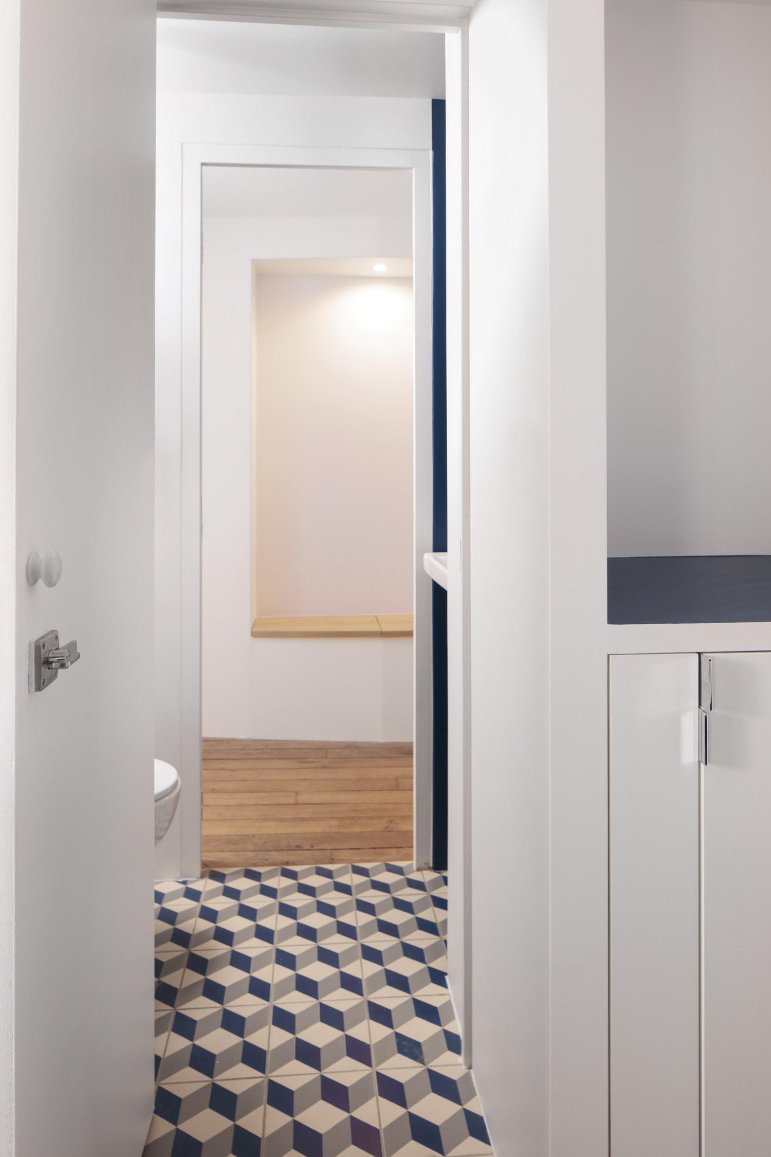 BKBS architectes ; vue de la salle de bain vers l'entrée