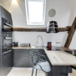Espace cuisine avec hotte suspendue