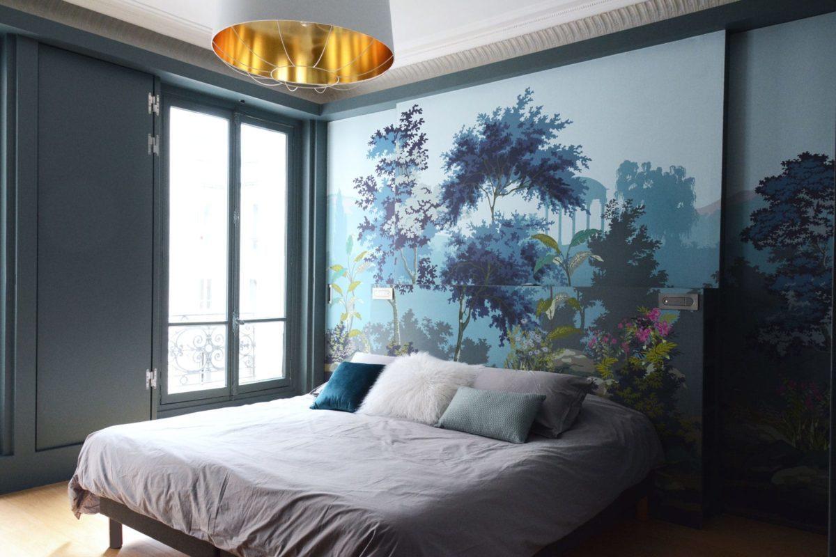 Chambre parentale avec papier peint