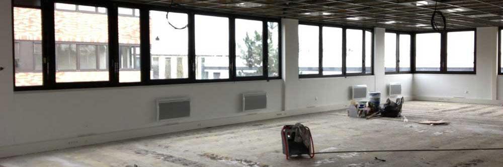Aménagement d'un atelier avec du mobilier professionnel