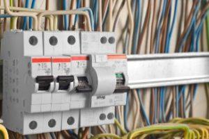 Électricité et éclairage des bureaux d'entreprise