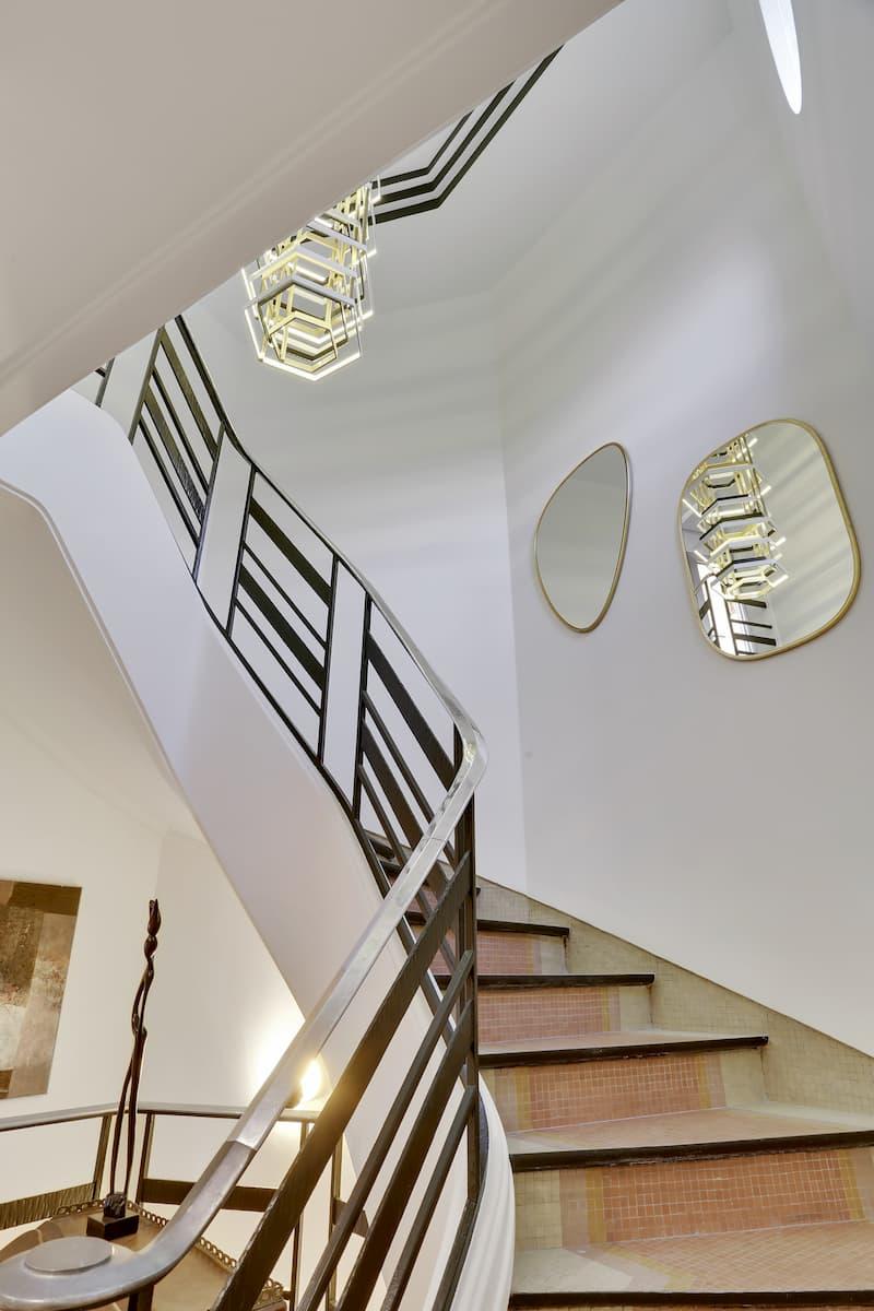 Aménagement d'un escalier design pour un appartement duplex