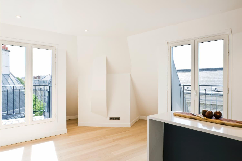 Appartement rénové avec vue sur les toits de Paris